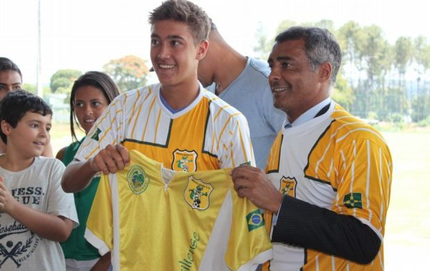 Romário e Romarinho na apresentação do Brasiliense (Foto: Fabrício Marques/GLOBOESPORTE.COM)