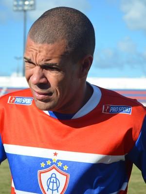 Valdson está recuperado e pode jogar (Foto: Felipe Martins/GLOBOESPORTE.COM)