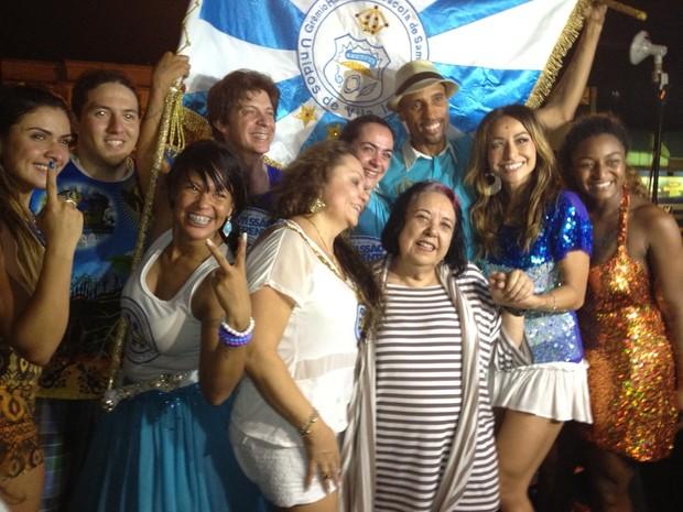 Rosa Magalhães celebra vitória na quadra da escola (Foto: Henrique Porto / G1)