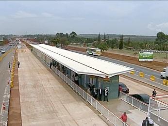 Uma das estações construídas para receber passageiros do Expresso DF Sul. (Foto: TV Globo / Reprodução)