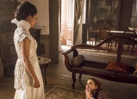 Joaquina dá soco em Branca