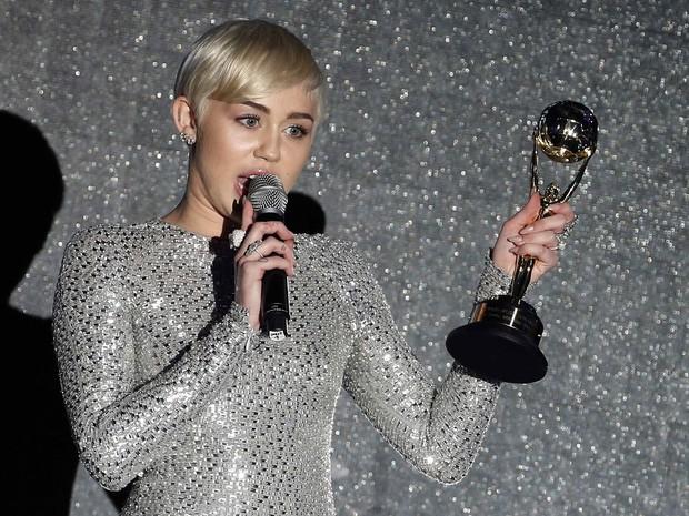 Miley Cyrus em premiação em Monte Carlo (Foto: Eric Gaillard/ Reuters)