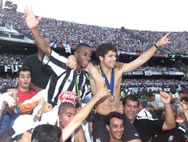 Robinho e Diego comemoração Santos campeão 2002 especial (Foto: Divulgação / Site Oficial do Santos)