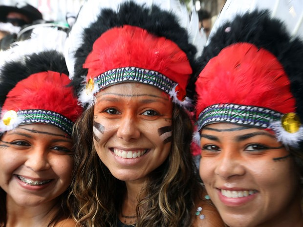 Índias no Cordão do Boitatá (Foto: Marcos de Paula / G1)