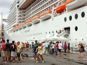 Mais de 4 mil turistas desembarcam em Salvador a bordo de transatlântico (Foto: João Cardoso/Agecom)