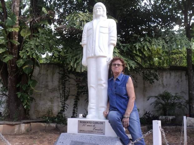 Artista plástico doou estátua do cantor Roberto Carlos  (Foto: Divulgação/ Prefeitura de Cachoeiro de Itapemirim)