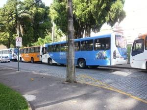 onibus em Petrópolis (Foto: Fernanda Soares/G1)