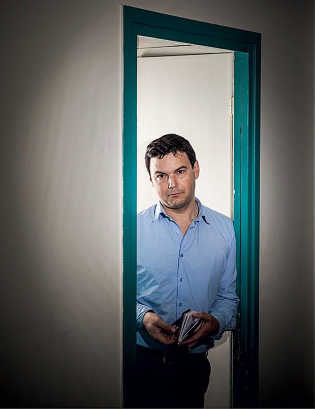 IDEALISTA Piketty fotografado neste ano. Ele diz que as forças do mercado podem  ser usadas para o bem comum (Foto: Ed Alcock/eyevine/Glow Images)