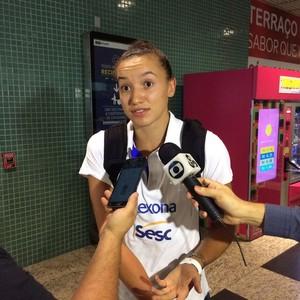 Gabi Rio de Janeiro vôlei feminino chegada Manaus (Foto: Rickardo Marques)