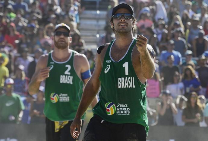 Alison e Bruno mostratam muita técnica e garra para desbancar os americanos (Foto: Divulgação/FIVB)