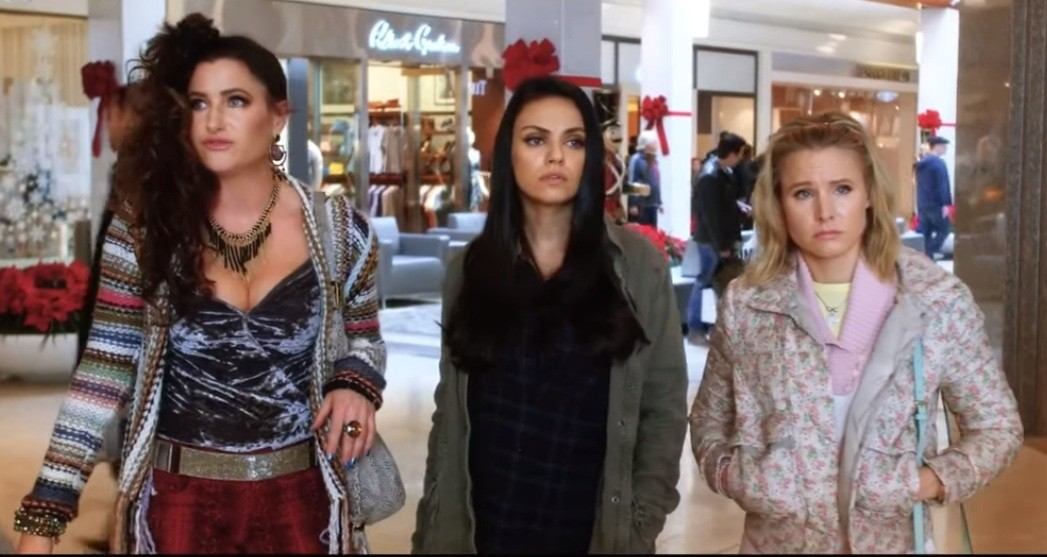Kathryn Hahn, Mila Kunis e e Kristen Bell em 'Perfeita é a Mãe! 2' (Foto: Reprodução Youtube)