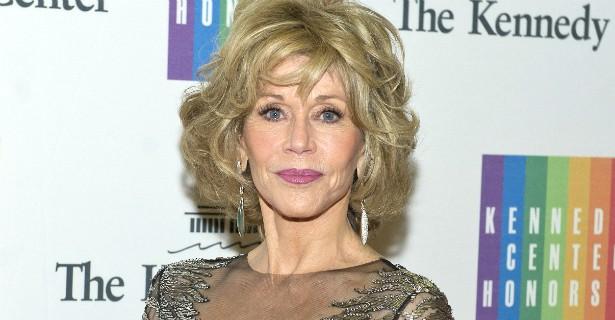 Hoje Jane Fonda tem 77 anos, com uma beleza improvável para pessoas nessa idade, e ainda dá dicas de como se manter jovem de modo saudável. Nem sempre foi assim. A atriz sofreu de bulimia quando tinha 12 aninhos e, depois disso, lutou contra a doença e co (Foto: Getty Images)