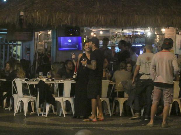 Robertha Portella e Pedro Scooby em bar na Zona Sul do Rio (Foto: Ag. News)