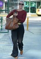 Look do dia: Giovanna Ewbank usa blusa curtinha em aeroporto no Rio
