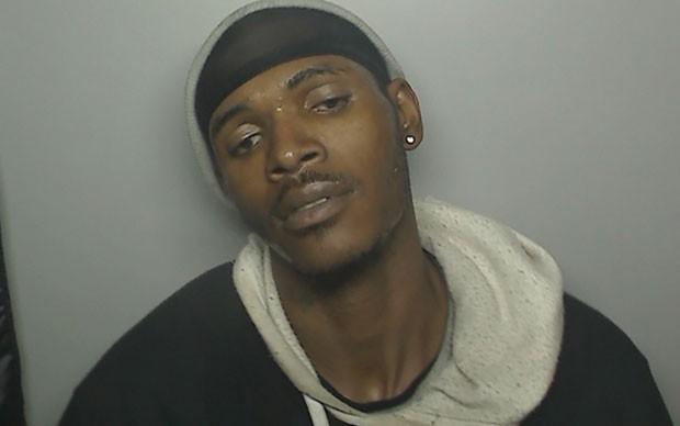 Ladrão foi fotografado por equipamento ao arrombar cabine de fotos em Illinois (Foto: Batavia Police Department/Reuters)