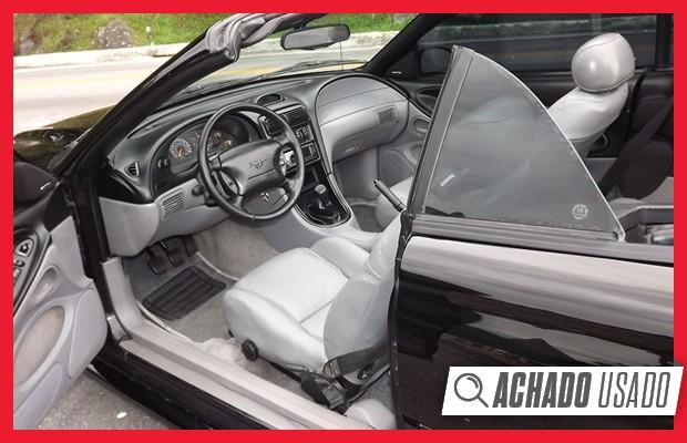 Interior do Ford Mustang GT aposta no conceito de cockpit duplo (Foto: Reprodução)