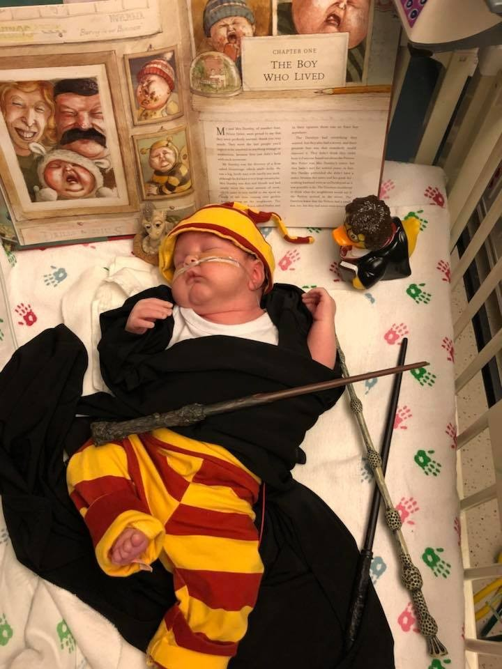 Menino com fantasia inspirada em Harry Potter (Foto: Reprodução Facebook)