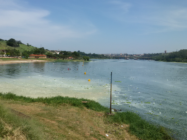 Mancha e poluição preocupam moradores em Barra Bonita (Foto: Luiz Antônio Ferrari/TEM Você)