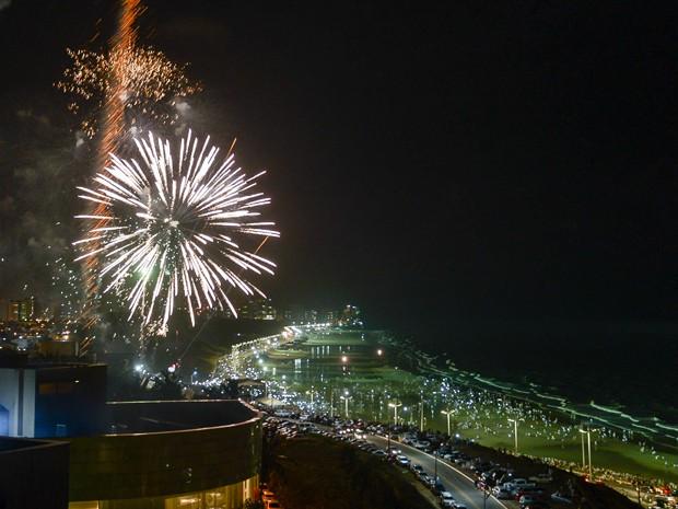 Ano Novo na orla marítima de São Luís teve queima de fogos de artifício (Foto: Paulo Soares/O Estado)