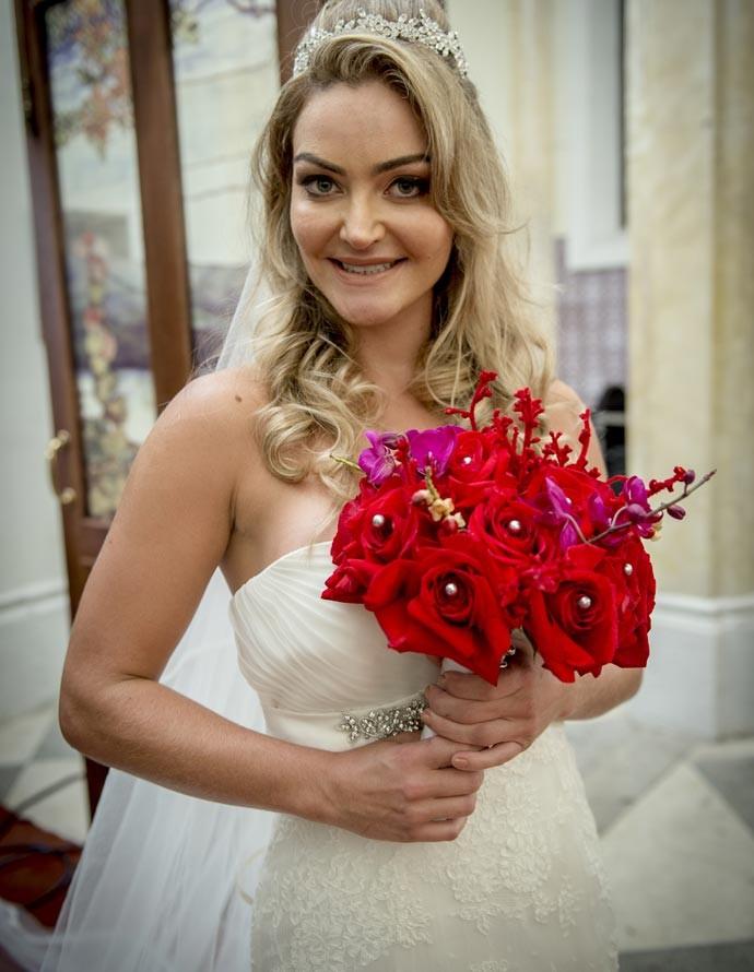 Luiziane, personagem de Laura Keller, se casa na nova temporada de 'Pé na Cova' (Foto: Alex Carvalho/Globo)