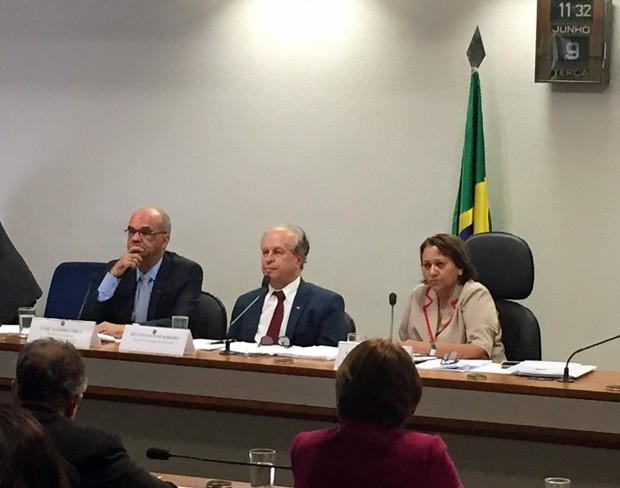 O ministro da Educação, Renato Janine, participa de audiência pública no Senado (Foto: Lucas Salomão / G1)