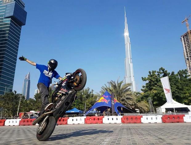 BLOG: Estilo Livre - Brasileiro Diego Cristian Mafra conquista boa colocação no Stunt Masters Cup em Dubai...