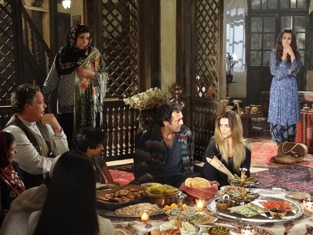 Ayla ouve Bianca dizendo que está apaixonada por Zyah (Foto: Salve Jorge/TV Globo)