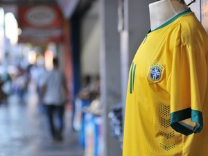 Lojistas investem em ações para minimizar reflexos da Copa em Uberlândia (Foto: Artur Ribeiro)