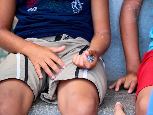 Crianças passaram mal após comer lanche que teria sido oferecido por síndico de condomínio (Foto: Marlon Costa Lisboa/Pernambuco Press)
