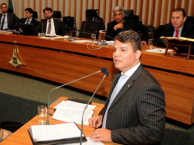 Secretário de Saúde do Distrito Federal, Fábio Gondim, em pronunciamento na Câmara Legislativa (Foto: Renato Araújo/GDF/Divulgação)