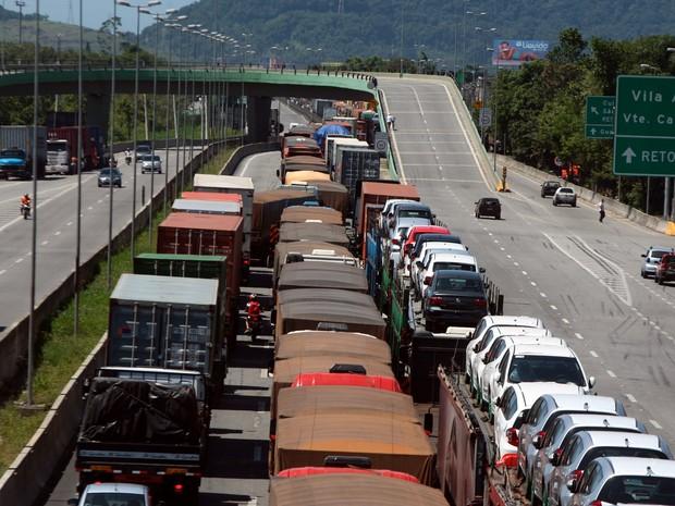Congestionamento na Cônego Domênico Rangoni (Foto: A Tribuna de Santos)