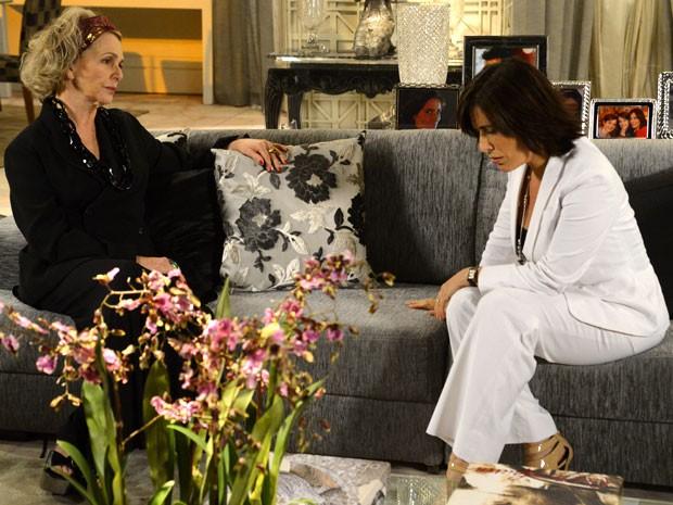 Roberta fica arrasada ao saber que Charlô assinou o documento (Foto: Guerra dos Sexos / TV Globo)