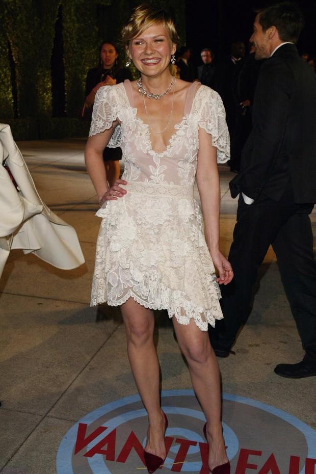 Vestido já havia sido usado por Dunst em 2004, na festa pós-Oscar da Vanity Fair (Foto: Getty Images)