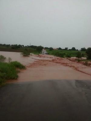 Pista entre Amambai e Coronel Sapucaia foi interditada (Foto: Divulgação/PMRE)