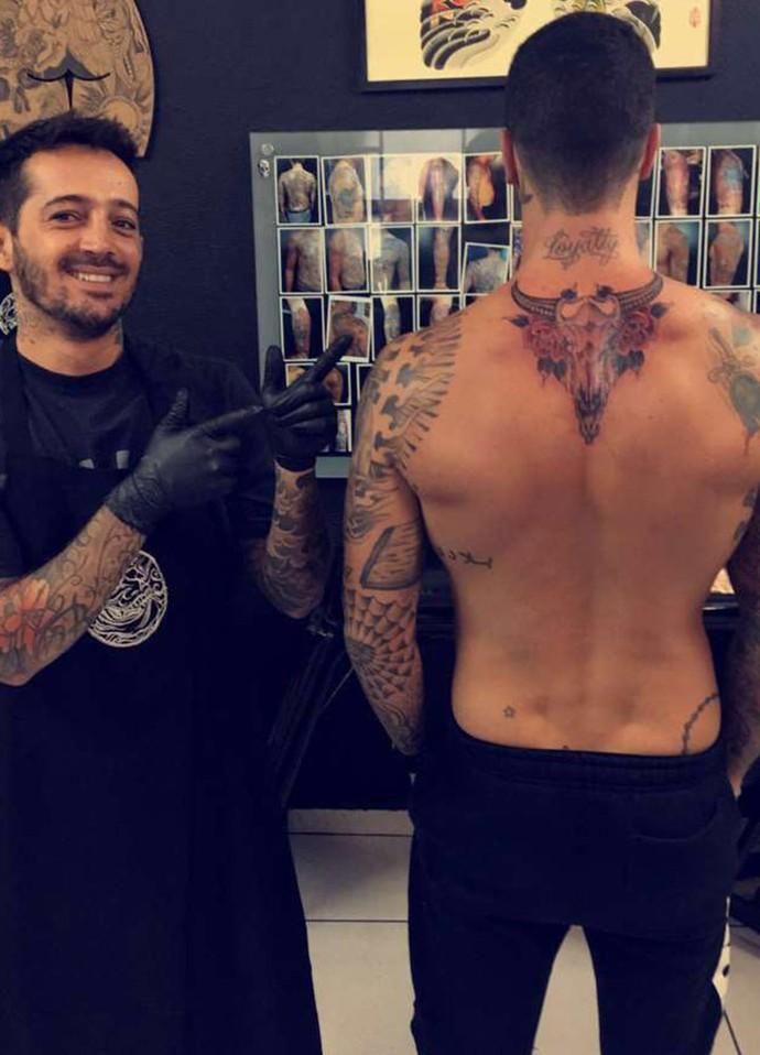 Tatuagem é a primeira das costas do ator: 'Gostei do desenho' (Foto: Arquivo pessoal)