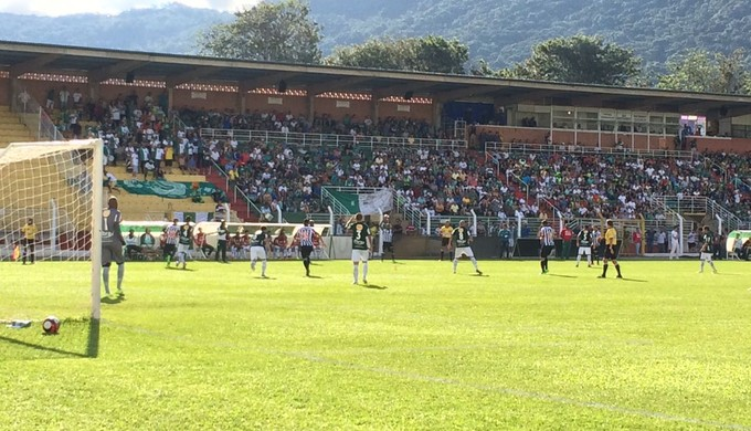 Caldense vence o Atlético-MG por virada em Poços de Caldas (Foto: Lúcia Ribeiro)