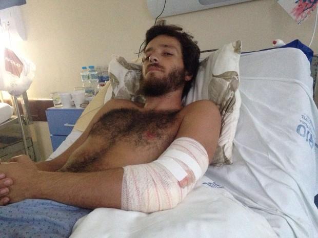 João foi internado, passou por cirurgia de 7 horas e diz que teve fratura exposta (Foto: Arquivo pessoal)