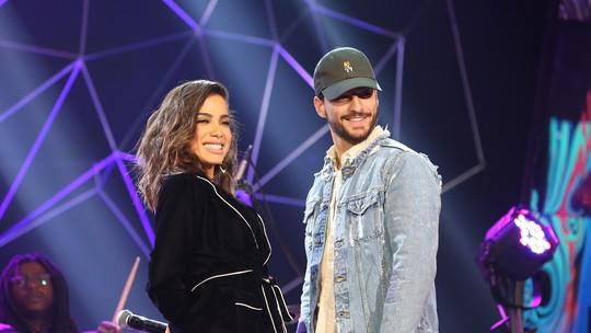 Anitta ensina português a Maluma e explica boato sobre suposto romance