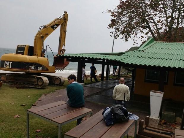 Estruturas serão demolidas para recuperação a área (Foto: Andrey Souza/RBS TV)