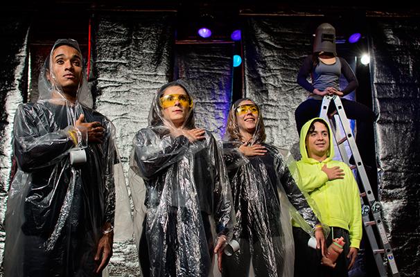 O texto do espetáculo teve criação coletiva da companhia (Foto: Maíra Barillo)