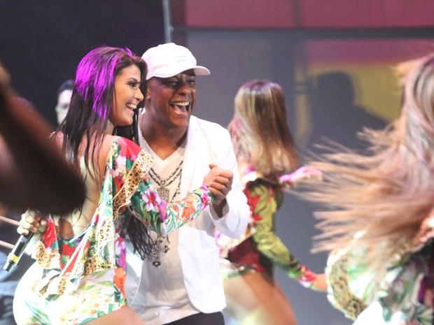 Márcio Victor e dançarina do Aviões (Foto: Edgar de Souza/Divulgação)