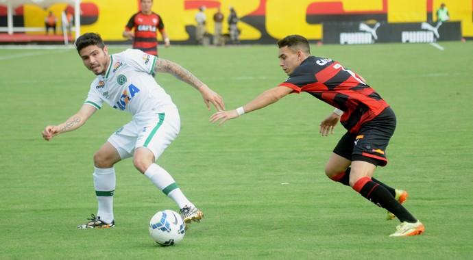 Zezinho Caio Vitória Chapecoense (Foto: Cleberson Silva / Chapecoense)