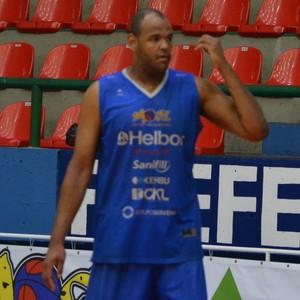 Paulão treino Mogi Basquete (Foto: Bruno Rocha)
