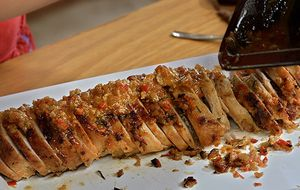 Lombo recheado com tomates secos e gorgonzola: receita da Carolina Ferraz