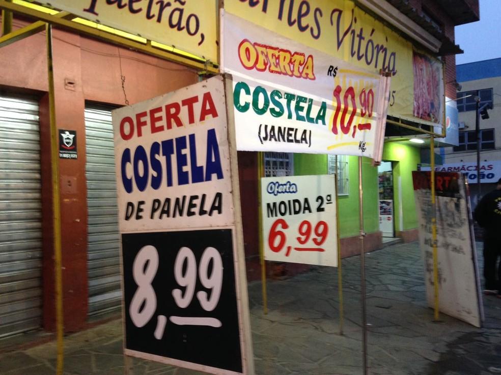 Carne era vendida por preços muito abaixo do de mercado (Foto: Josmar Leite/RBS TV)