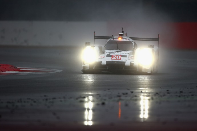 Mark Webber de Porsche nas 24 Horas de Le Mans, etapa do Mundial de Endurance (Foto: Getty Images)