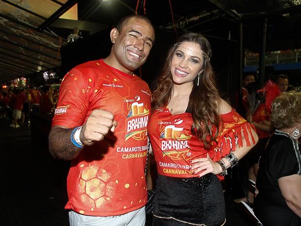 Maria Melilo e Serginho Moraes em camarote em São Paulo (Foto: Marcos Ribas e Amauri Nehn / Foto Rio News)