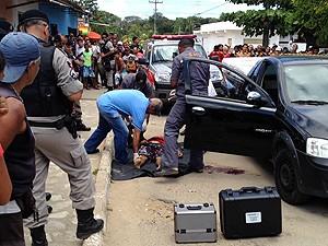 Homem foi executado a tiros no bairro do Cristo, em João Pessoa (Foto: Walter Paparazzo/G1)