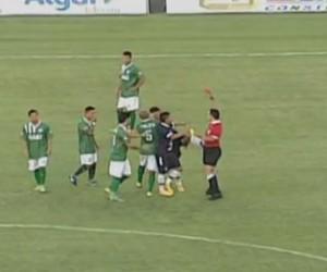 Paty Remo chute árbitro amistoso (Foto: Reprodução/TV Integração)