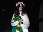 Lana Del Rey se apresenta em São Paulo com a bandeira do Brasil